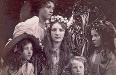 Julia Margaret Cameron,May Day, c. 1866 ジュリア・マーガレット・キャメロン《五月祭》 1866年頃 ヴィクトリア・アンド・アルバート博物館蔵 ©Victoria and Albert Museum, London