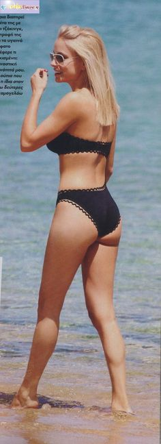 Ελληνίδες Celebrities : Η Δούκισσα Νομικού με μαγιό σε παραλία της Μυκόνου (vd)