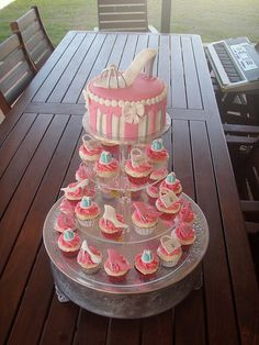 Mossy's masterpiece - Shinnai's 18th Birthday cake & cupca… | Flickr                                                                                                                                                                                 More