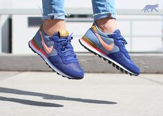 Nike wmns Internationalist (Blue Legend / Sunset Glow - Cool Blue - Bronzine)