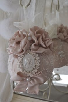 1 million+ Stunning Free Images to Use Anywhere Shabby Chic Christmas Ornaments, Pink Christmas, Christmas Balls, Christmas Crafts, Christmas Decorations, Shabby Chic Crafts, Vintage Crafts, Vintage Shabby Chic, Wedding Gift Baskets