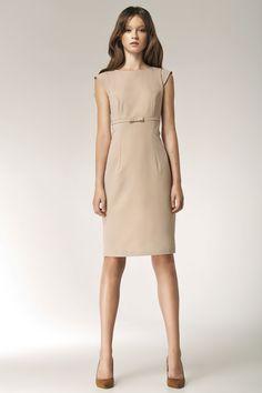 Klasyczna sukienka o  prostym kroju odcinana pod biustem. Dopasowany fason doskonale podkreśla figurę. #modadamska #moda #sukienkikoktajlowe #sukienkiletnie #sukienka #suknia #sukienkiwieczorowe #sukienkinawesele #allettante.pl