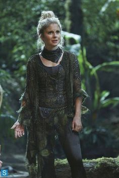 Rose McIver(tinker bell) in Once Upon a Time. LOVE her accent! Rose Mciver, Once Upon A Time, Ouat Characters, Female Characters, Hufflepuff Characters, Emma Swan, Hippie Boho, Ella Enchanted, Plus Tv