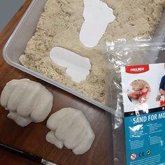 Tiesitkö, että taikahiekkaa voi käyttää kipsimuottina? Voit painaa hiekkaan esim. vauvan käden- tai jalanjäljen ja tehdä siihen kipsivaloksen. Clay, Clays, Sculpture Clay