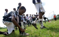 Amid the worldwide food shortage, young soccer players in Ghana hope the game can change their fates. Jai, Play Soccer, Creative Kids, Soccer Players, Espn, Better Life, Kids Playing, Coaching, Football