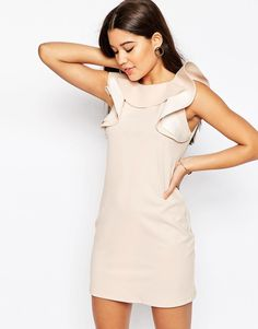 Super seje ASOS Shift Dress with Ruffle Neckline - Nude ASOS Shift Kjoler til Damer til hverdag og til fest