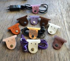 f44bbbf0c76 Snoer houder amusant hond hoofd snoer organisator earbud houder lederen  houder kabel snoer keeper earbud organisator