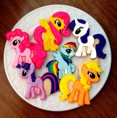 12 my Little Pony cookies------I COULD NEVER EVER EVER EAT THOSE......THEY ARE 20% TOO ADORABLE (and AWESOME) My Little Pony Set, Cumple My Little Pony, My Little Pony Applejack, My Lil Pony, My Little Pony Birthday Party, 6th Birthday Parties, 4th Birthday, Birthday Ideas, Unicorn Birthday