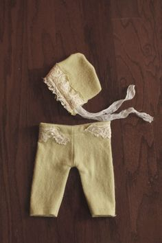Newborn pants and bonnet photo prop set girl green and by CafeYarn, $45.00