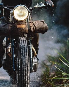 """DC4 Berlin - freedomontwowheels:   """"'Muntjac' Oliver's W650 -..."""