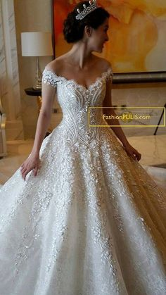 bridal gown & crown