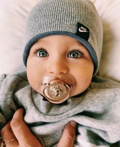 So Beautiful Baby! so sweet this eyes . Cute Little Baby, Lil Baby, Baby Kind, Little Babies, Cute Babies, Cute Baby Pictures, Baby Photos, Baby Outfits, Wanting A Baby
