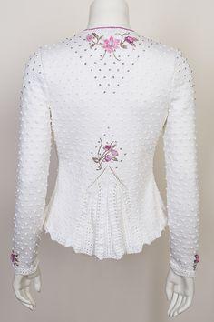 Gilet Crochet, Crochet Jacket, Knit Crochet, Dirndl Outfit, Knit Art, Embroidery On Clothes, Jacket Pattern, Vintage Tops, Vintage Pink