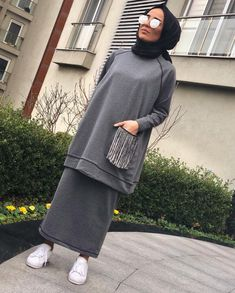 Trendy Ideas For Dress Hijab Fashion Muslim Girls Modern Hijab Fashion, Street Hijab Fashion, Islamic Fashion, Muslim Fashion, Modest Fashion, Fashion Dresses, Hijab Chic, Casual Hijab Outfit, Grey Outfit
