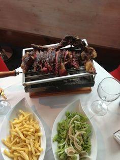 Txuleton servido en parrilla individual. Restaurante Portuondo.