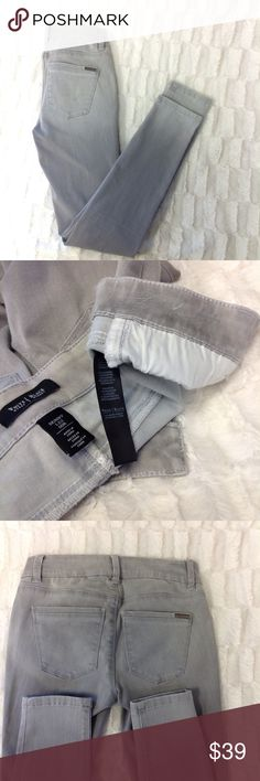 WHBM DENIM JEANS O36 White House/Black market has a message for you feel beautiful wearing their jeans! Style SKINNY LEG 87% cotton Inseam is 29 inches. White House Black Market Jeans Skinny
