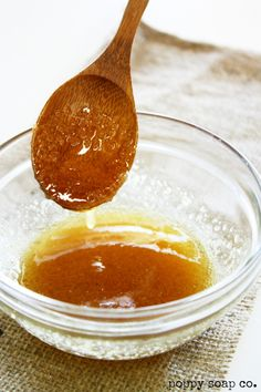 How to Make a Raw Honey & Coconut Oil Facial Mask