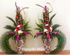 Dragon by Nguyên Mẫn Tropical Flower Arrangements, Church Flower Arrangements, Tropical Flowers, Deco Floral, Arte Floral, Floral Design, Church Wedding Flowers, Altar Flowers, Bouquet