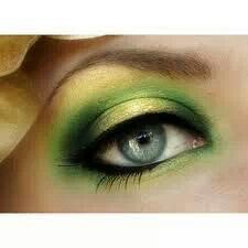 Fabulous green eye makeup!