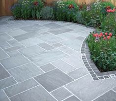 Most Popular Modern Driveway Paving Ideas and Layouts Modern Driveway, Stone Driveway, Driveway Paving, Driveway Design, Front Garden Ideas Driveway, Driveway Border, Garden Slabs, Patio Slabs, Garden Paving