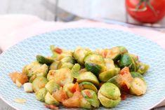 Spruitjes met tomaten en knoflook  | Brussels-sprouts with tomato and garlic | Spruitjes | Brussels-sprouts | Tomaat | Tomato | Knoflook | Garlic | Groen | Green | Diner | Dinner | Eten | Food | Gezond | Healthy | Dreambody transformation | De Levensstijl | Asja Tsachigova Garlic Sauce, Atkins, Potato Salad, Potatoes, Dinner, Healthy, Ethnic Recipes, Brussels Sprouts, Food