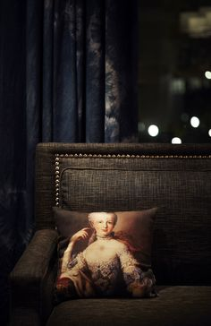 Detailing of sofa- Linen, nailhead trim, tie-dye drapes. Beresford Hotel bar by Kerry Phelan Design Office, Sydney Modern Interior Design, Interior And Exterior, Black Rooms, Ivy House, 20x20 Pillow Covers, Dark Interiors, My Living Room, Interiores Design, Decoration