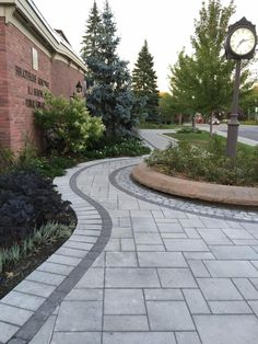 Front House Landscaping, Front Garden Landscape, Driveway Landscaping, Backyard Patio Designs, Landscaping With Rocks, Outdoor Landscaping, Stone Driveway, Driveway Design, Paving Design