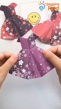 #diy #creative #origami #dress #awesome #fashion #art #home #decor #handmade Diy Crafts Hacks, Diy Crafts For Gifts, Diy Arts And Crafts, Creative Crafts, Paper Crafts Origami, Paper Crafts For Kids, Diy For Kids, Paper Oragami, Paper Folding Crafts