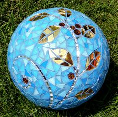 Mosaic Garden Gazing Ball or Stepping Stone Bowling Ball Crafts, Bowling Ball Garden, Mosaic Bowling Ball, Bowling Ball Art, Garden Balls, Mosaic Crafts, Mosaic Projects, Mosaic Art, Mosaic Ideas