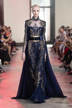 Elie Saab Fall Winter Haute Couture Fashion Show in Paris: Video + The Full Looks Elie Saab Couture, Elie Saab Gowns, Style Haute Couture, Haute Couture Dresses, Collection Couture, Fashion Show Collection, Elie Saab Fall, Fantasy Gowns, Moda Paris