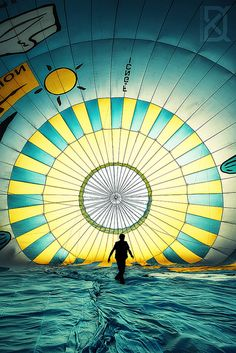 David Keochkerian photographie - a man in a hot air balloon Air Ballon, Hot Air Balloon, Balloon Wall, Asa Delta, Colourful Balloons, Big Balloons, Balloon Rides, Nice To Meet, Great Shots
