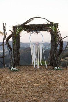 Dream catcher wedding arche Boho chic wedding Boho chic vs gypset