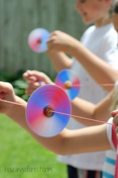 Homemade Toys ~ Button Spinner.  Simple kids craft perfect for your 4th of July party