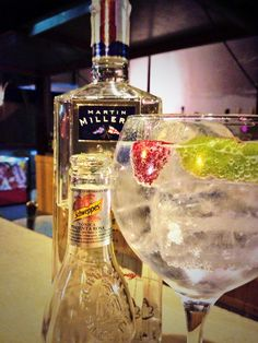 Gin de Martin Miller's Gin, schweppes pimienta rosa, frambuesa y lima