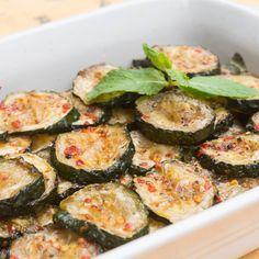 Zucchine a Scapece (Piquant Fried Zucchini) Italian Recipes, New Recipes, Vegan Recipes, Cooking Recipes, Favorite Recipes, Zucchini Rounds, Zucchini Fries, Zucchini Squash, Antipasto