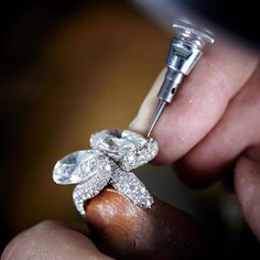 On this stage, the setter is finalizing the setting of the High Jewellery ring fully set with diamonds. The technique used is called snow-setting. Stones are placed in a random way, and have different diameters #craftsmanship #deGRISOGONO