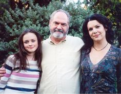 Lauren and Alexis with Michael Rory Gilmore, Gilmore Girls Cast, Gilmore Gilrs, Gilmore Girls Fashion, Rory And Jess, Team Logan, Lauren Graham, Movies Showing, Gossip Girl