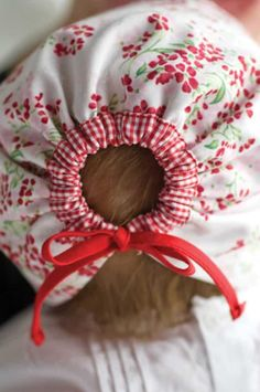 Sew Beautiful Reversible Baby Bonnet Tutorial Sew Mama Sew Outstanding sewing quilting and needlework tutorials since 2005 Love Sewing, Sewing For Kids, Sewing Hacks, Sewing Crafts, Sewing Tips, Sewing Ideas, Baby Sewing Tutorials, Sew Mama Sew, Sew Baby