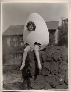 Humpty Dumpty had a great fall - Retro Halloween Costume ideas - vintage Halloween idea  - Crazy Costumes