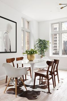 Photo 5 of 10 in This American Life's Ira Glass Lists His Light-Filled Chelsea Apartment For. Round Dining Table Modern, Dining Table Design, Small Dining, Dining Tables, Dining Room Colors, Dining Room Lighting, Dining Rooms, Mid Century Dining, Dining Room Inspiration