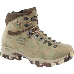 Shop now: 1013 LEOPARD GTX® WIDE LAST, Men's Hunting Boots , Hydrobloc® Nubuk - Zamberlan® Vibram® Camo. Discover the wide range of outdoor and hunting products available on the E-Store Zamberlan! Trekking Outfit, Trekking Shoes, Leather Hunting Boots, Leather Boots, Men Hiking, Hiking Boots, Summer Hiking Outfit, Gore Tex, Airsoft
