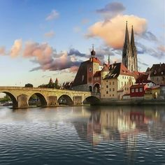 Medieval city? So wonderful!! Taken by @zuckerwatte_1907  #city #regensburg #landscapes #photographylover #photography #lifestyle #wayofliving #lifestyleblog #traveltime #travelpics #landscapes #captures #vacations #greatview #greatpic #yourtravelview #landscapemoment #landscapephotography #landscaper #epicphoto #befree