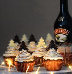 BAILEYSES-SÓS KARAMELLÁS- MOGYORÓS CUPCAKE – DOLCE FAR NIENTE Muffins, Xmas, Cupcakes, Cookies, Baking, Food, Christmas Recipes, Diy, Candy