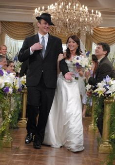"The wedding of Marshall (Jason Segel) and Lilly (Alyson Hannigan) on ""How I Met Your Mother"" How I Met Your Mother, Series Movies, Movies And Tv Shows, Tv Series, Comedy Series, Mothers Cookies, Marshall And Lily, Lily Wedding, Wedding Tips"