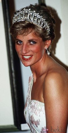 April 1991 Princess Diana in Brazil  I met her and shook her hand in Edinburgh, Scotland, she had no wedding ring on, and she was married then. Lol -Morgan