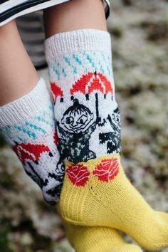 Moomin x Novita - Moominmamma's warm accessories Knitting Wool, Vogue Knitting, Knitting Socks, Knitted Hats, Knitting Patterns, Wool Socks, My Socks, Drops Design, Little My Moomin