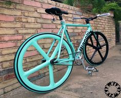Bianchi Pista Concept - what must I do to have you??? I'll even let you sleep on a pretty rack above my couch!