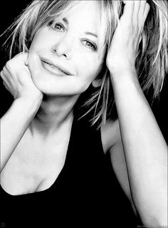 Meg Ryan -- One of my most favorite actresses! Meg Ryan Hairstyles, Cute Hairstyles, Sophie Marceau, Famous Black, Celebrity Wallpapers, Celebrity Portraits, Famous Portraits, Julia Roberts, Black And White Portraits