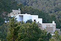 A modern collection of vacation homes for rent, by the sea, city, country, mountain or waterfront. Vacation Rentals in Spain for your next vacation.