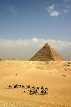 ˚Pyramid of Khafre - Giza, Egypt